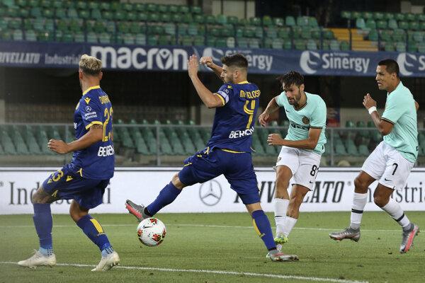 Zápas medzi Hellas Verona a Inter Miláno.