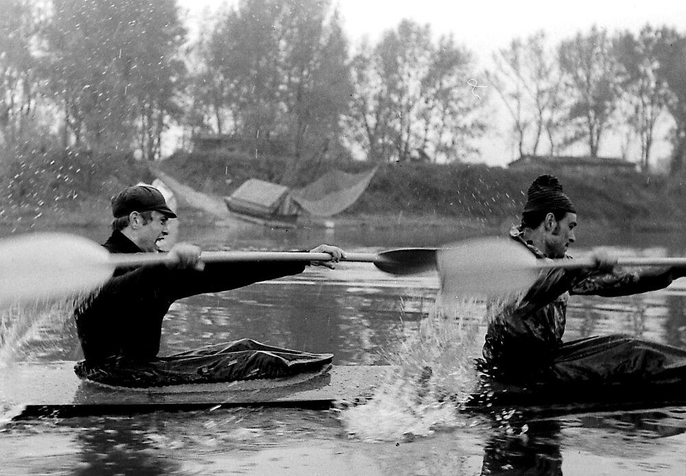 Dvojkajak Ladislav Dékány, Marián Štuk v plnom nasadení na tréningu v Červenej hviezde. Záber, ktorý výrazne posunul Jána Súkupa ku kariére športového fotografa.