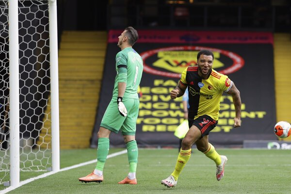 Martin Dúbravka reaguje po góle Troya Deeneyho.