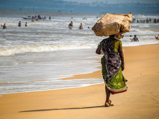 Jedna z mnohých piesočných pláží v indickej Goa.