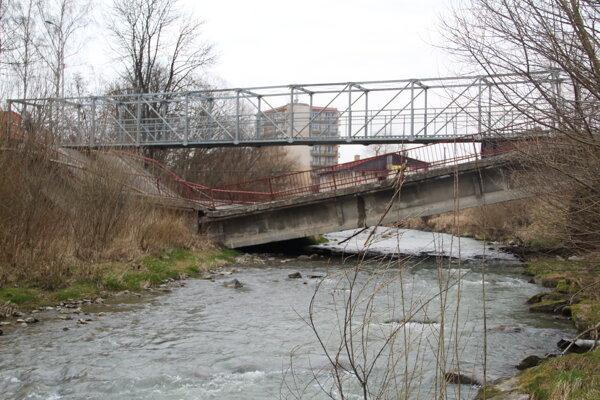 Zrútený most je už minulosťou, postavia nový.