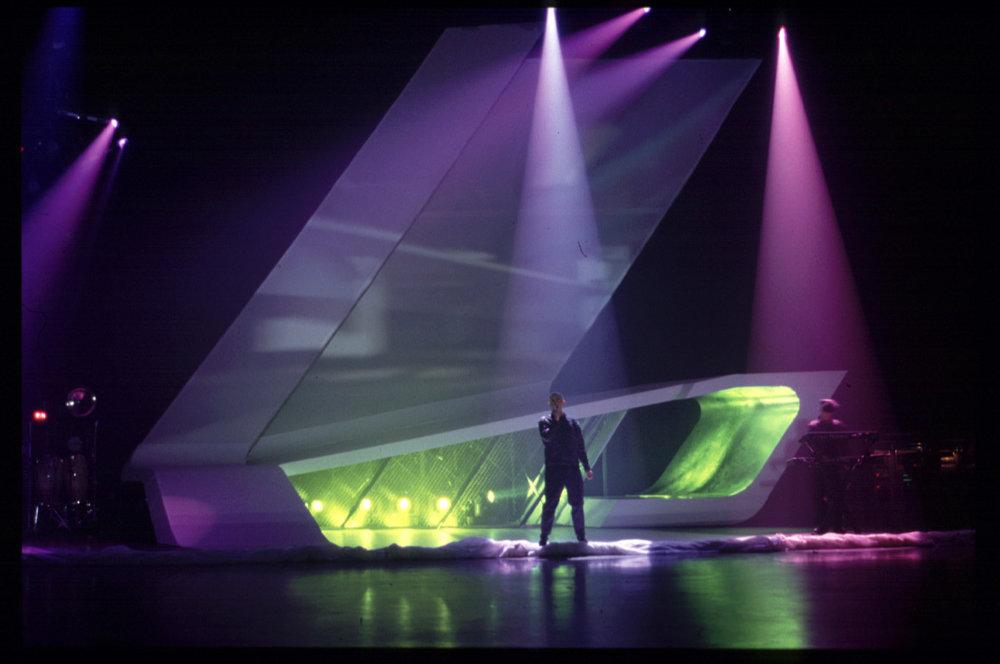 Hadidová navrhla aj pódium pre koncert Pet Shop Boys.