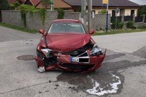 Lexus šiel po hlavnej.