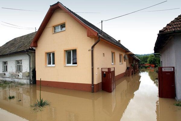 V júni sužovali záplavy Zvolenskú Slatinu.