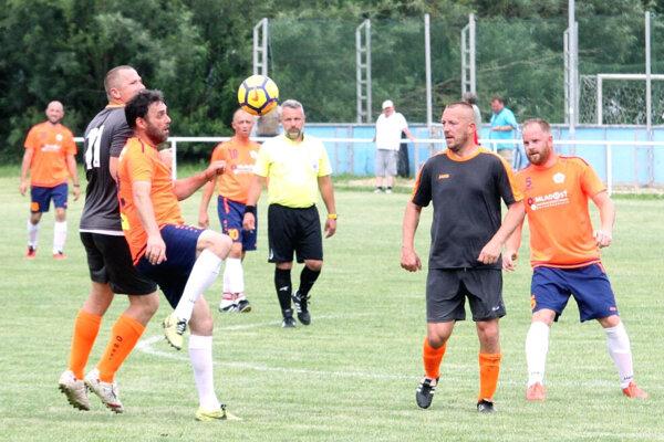 Momentka z finále play-off poslednej sezóny medzi Tesárskymi Mlyňanmi a Lehotou.