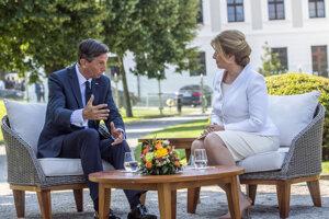 Slovenská prezidentka Zuzana Čaputová a slovinský prezident Borut Pahor počas stretnutia.