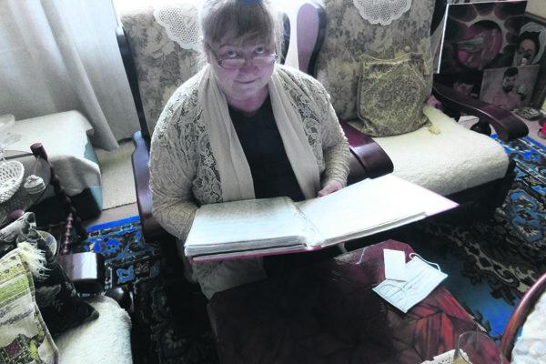 Domovníčka Mária Kiššová si vedie podrobnú dokumentáciu problémov bytovky.