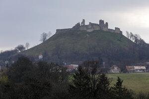 Hrad Branč, kde môžete začať trasu náučného chodníka Starý hrad - Branč.