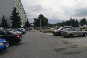Parkovisko na Mukačevskej ulici.