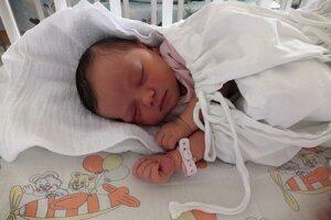 Emma Šidová (3700 g, 53 cm) sa narodila 29. júna Martine a Antonovi z Prievidze.