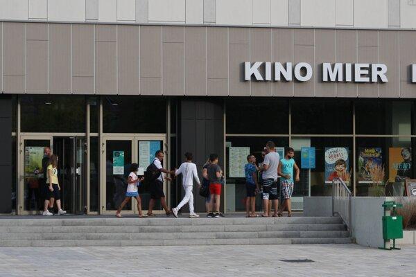 Spor realizátora opravy fasády kina a Mesta Nové Zámky je na konci.