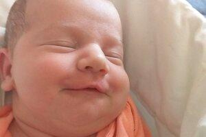 Natália Luptákova (3550 g a 51 cm) sa narodila 21. júla rodičom Dominike Štefanidesovej a René Luptákovi z Hokoviec. Doma ju čakal jej malý bráško Renko.
