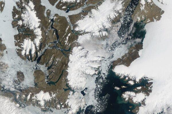 Ilustračná fotografia. V Kanade sa rozlomil posledný nedotknutý ľadový šelf.