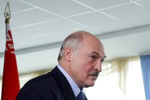 Lukašenko počas nedeľných volieb.
