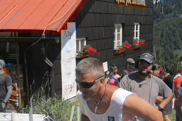 Bežci štartujú pri Chate pod Borišovom.
