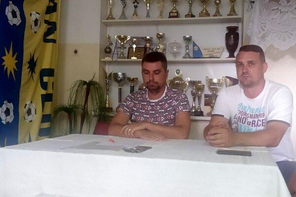 Peter Chren (vľavo) a Juraj Pindeš sa vzdali funkcií vo vedení žitavianskeho futbalu.