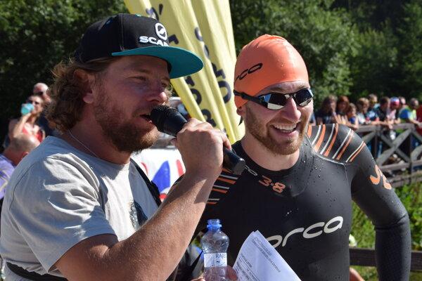 Organizátor Michal Oško v ľavo a kondičný tréner elitných športovcov na čele s Petrou Vlhovou Šimon Klimčík ako pretekár sprint triatlonu.