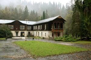 Pôvodné historické objekty sú roky opustené a neslúžia svojmu účelu.