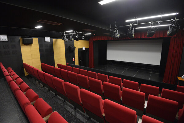 Prijmite pozvanie na filmové prestavenia.