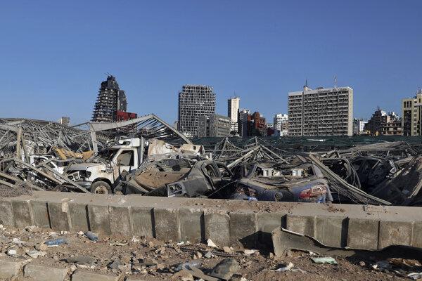 Explóziou poškodené okolie prístavu v Bejrúte.