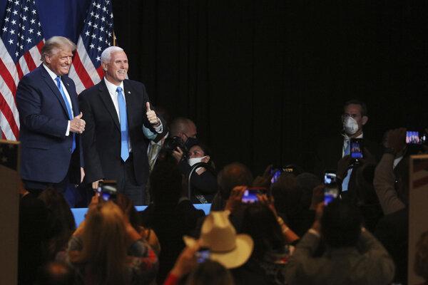 Donald Trump a Mike Pence počas prvého dňa nominačného zjazdu Republikánov.