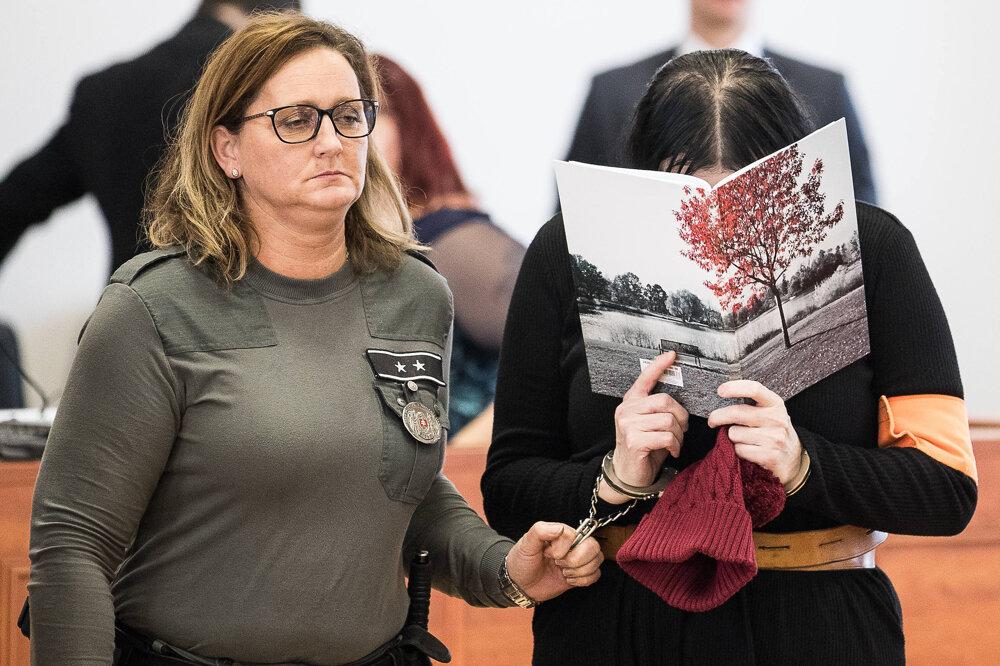 19. december 2019.  Alena Zsuzsová počas verejného zasadnutia predbežného prejednania obžaloby.