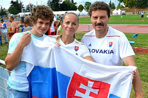 Zľava Maroš Ralík (mladý atlét Nitry, ktorý bol v Lyone ako divák), Zuzana Seková a Jozef Vašina.