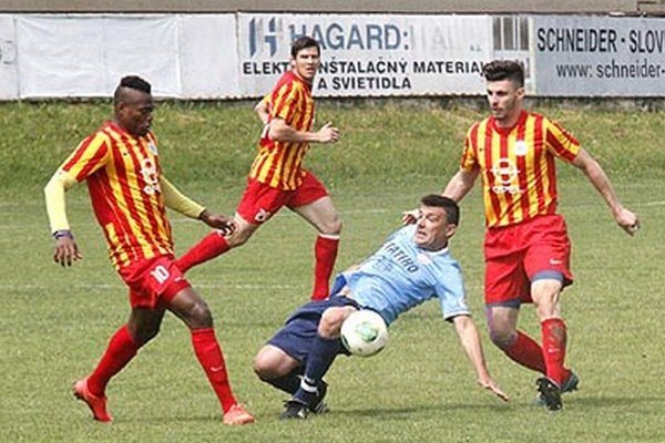 Futbalisti Galanty dominovali vo štvrtej lige a v predstihu sa tešili zo zaslúženého postupu.