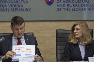 Milan Lapšanský na tlačovej konferencii s Gabrielou Matečnou.