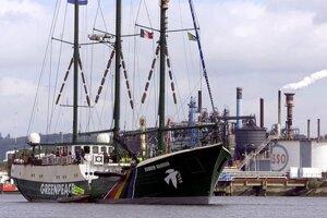 Rainbow Warrior, vlajková loď hnutia Greenpeace.