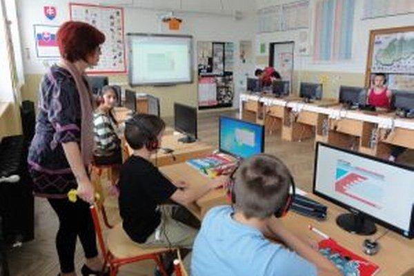 Jazykové laboratórium v škole v Ivanke pri Nitre.