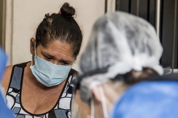 V počte pozitívnych prípadov na koronavírus SARS-CoV-2 je Brazília treťou najviac postihnutou krajinou sveta po Spojených štátoch a Indii. Čo sa týka počtu obetí, na následky ochorenia Covid-19 zomrelo viac ľudí než v Brazílii iba v USA.