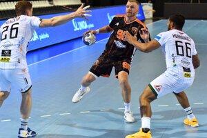 V prešovskej Tatran handball arene sa v najbližších dňoch bude meniť hrací povrch.
