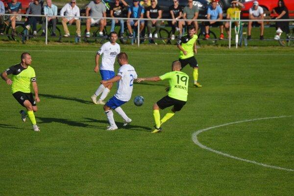 Diváci vo V. Bierovciach videli deväť gólov.