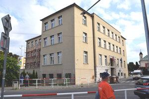 Súčasná podoba budovy s tromi poschodiami.