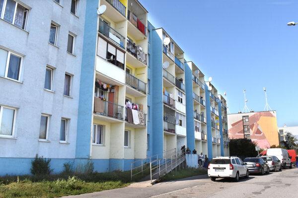 Mesto chystá v bytoch na Popradskej ulici vrátnicu i kamery.