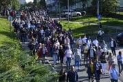 Pochod smeroval od nemocnice do centra Popradu, kde sa konalo zhromaždenie občanov.