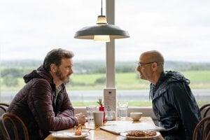 Colin Firth a Stanley Tucci vo filme Supernova.