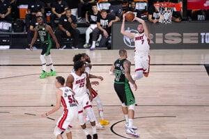 Momentka zo zápasu Boston - Miami.