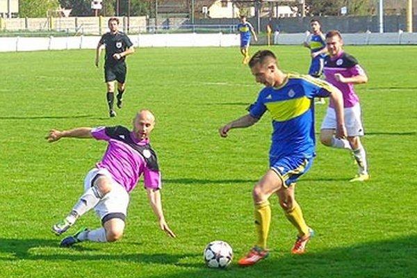 Momir Zečević strelil prvý gól Vrábeľ do siete Komárna a na druhý prihrával Tužinskému.