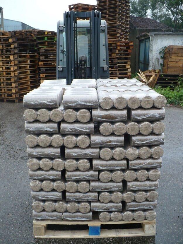 Jedna paleta brikiet nahradí až 2 kubíky dreva.