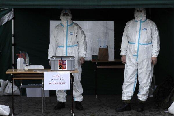 Hlasovacie stanovište v Prahe v priebehu senátnych volieb.