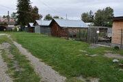 Pred záhradkou Borovských vyrástla brána.