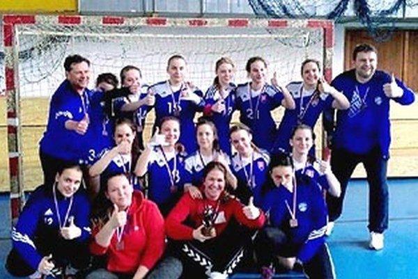 Staršie dorastenky UDHK Nitra získali bronz medzi 38 tímami.