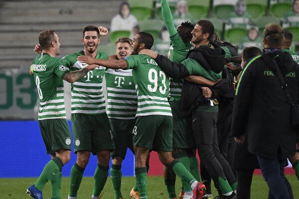 Futbalisti Ferencvárosu oslavujú postup do Ligy majstrov po remíze 0:0 s nórskym Molde.