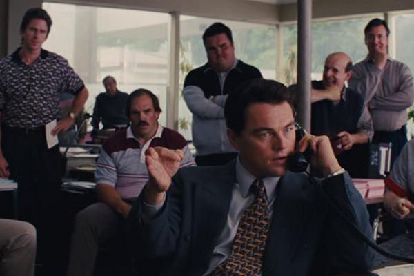 Známa scéna z filmu Vlk z Wall Street, V ktorej Leonardo DiCaprio ako predstaviteľ Jordana Belforta predáva cez telefón bezcenné cenné papiere. Cez telefón predávali aj zmenky Arca Capital.