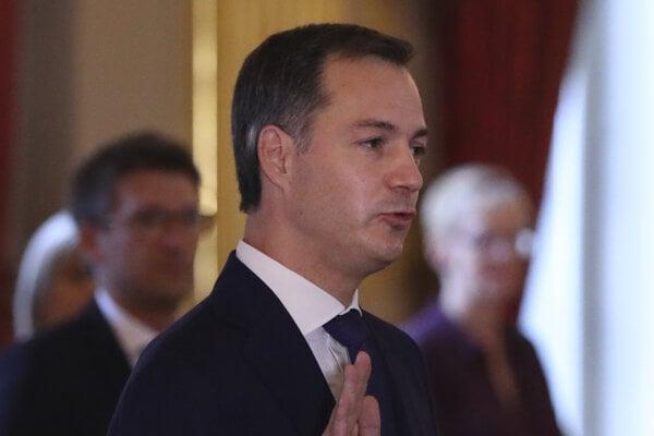 Premiérom sa stal politik z flámskej liberálnodemokratickej strany (Open Vld) a bývalý minister financií Alexander De Croo.