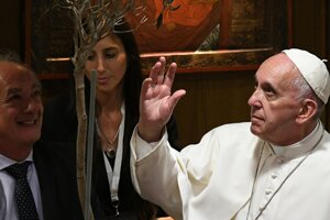Pápež žiada vyhlásiť nový, ekologický hriech a definovať ho ako zločin proti mieru.