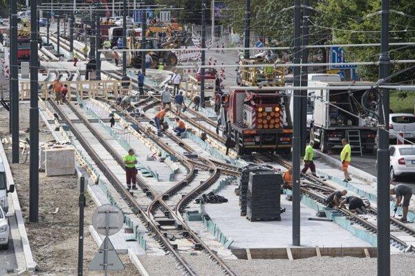 Práce na rekonštrukcii Karloveskej radiály - električkovej trate na úseku Molecova (Riviéra) 31. augusta 2020.