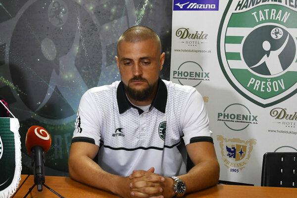 Miroslav Benický komunikuje s regionálnym úradom verejného zdravotníctva.